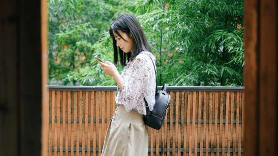 a chinese woman scrolling for profiles on her phone
